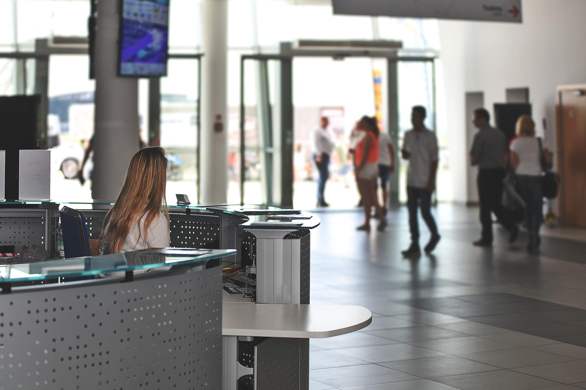 Jak polepszyć komunikacje personelu? Oprogramowania dla hotelarstwa jako forma wspomagająca